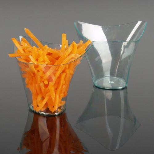 Engångsbägare i plast, trekant