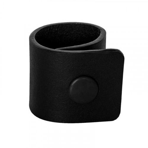 Svarta servettringar i läder