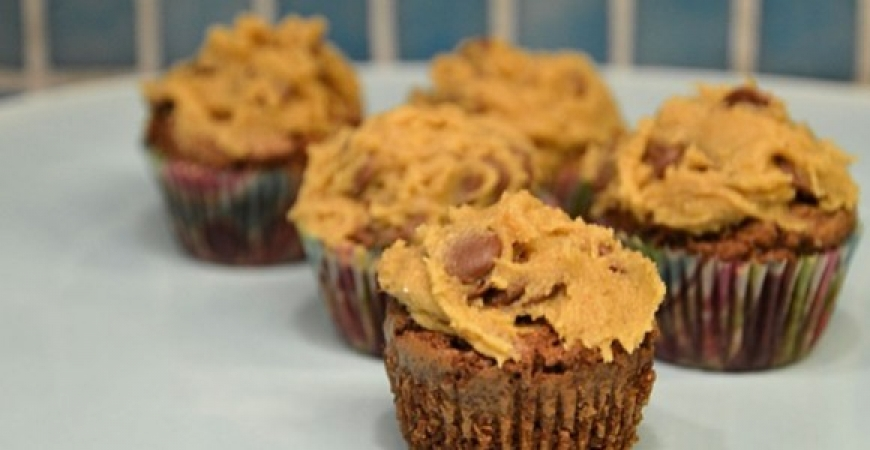Browniemuffins med cookie dough-frosting