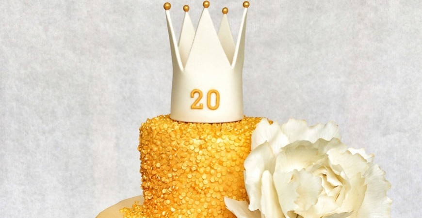 Snygga Tårtor med gulddetaljer