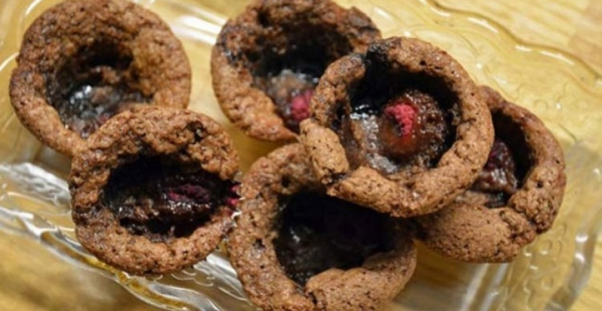 Kladdmuffins med lakrits & hallon