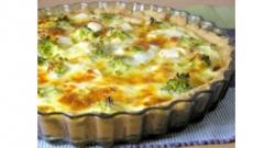 Paj med fetaost, broccoli och kassler