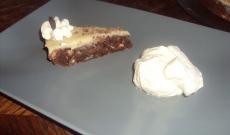 Kladdkaka med nötter och vit chokladglasyr