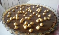 Ljus och mörk chokladtryffelkladdkaka med rostade hasselnötter