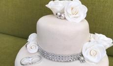 Tårtor med silverdetaljer