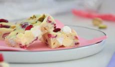 Godbitar med vit choklad och marshmallows