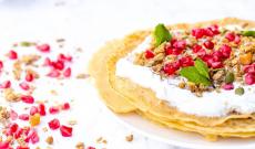 Pannkakor med grekisk youghurt och granola